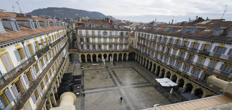 Áncora homenajea a Pedro Manuel de Ugartemendía, creador de la Plaza de la Constitución