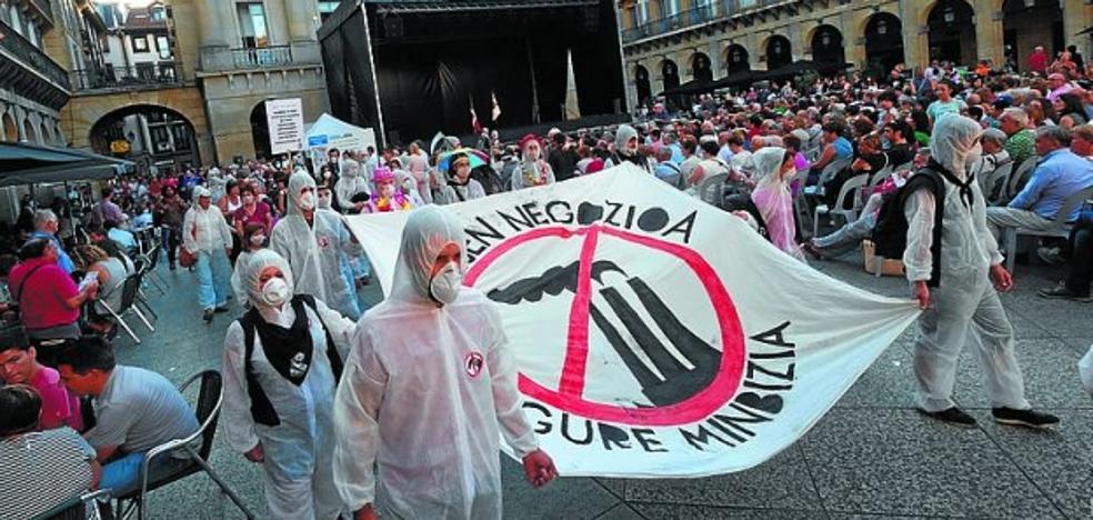 Una manifestación pide en Donostia detener la planta de Zubieta