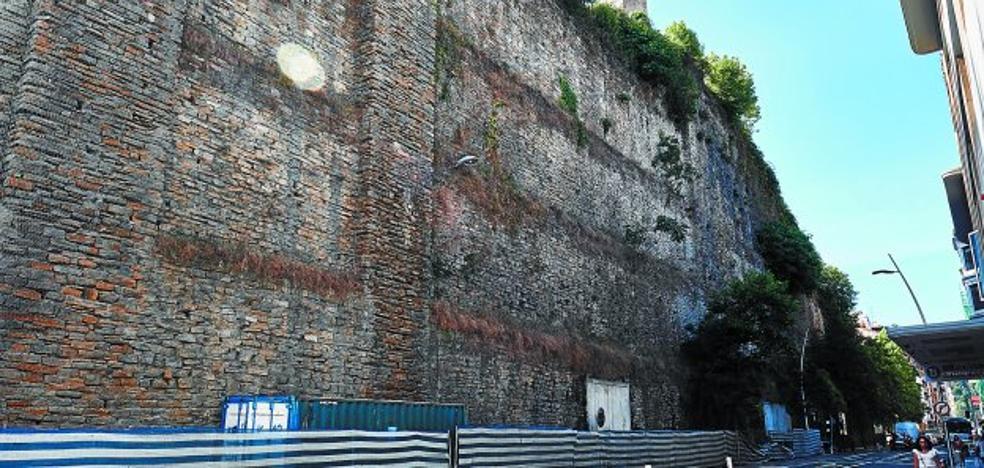 El muro de San Bartolomé será saneado antes de colocar el nuevo mirador en la parte alta