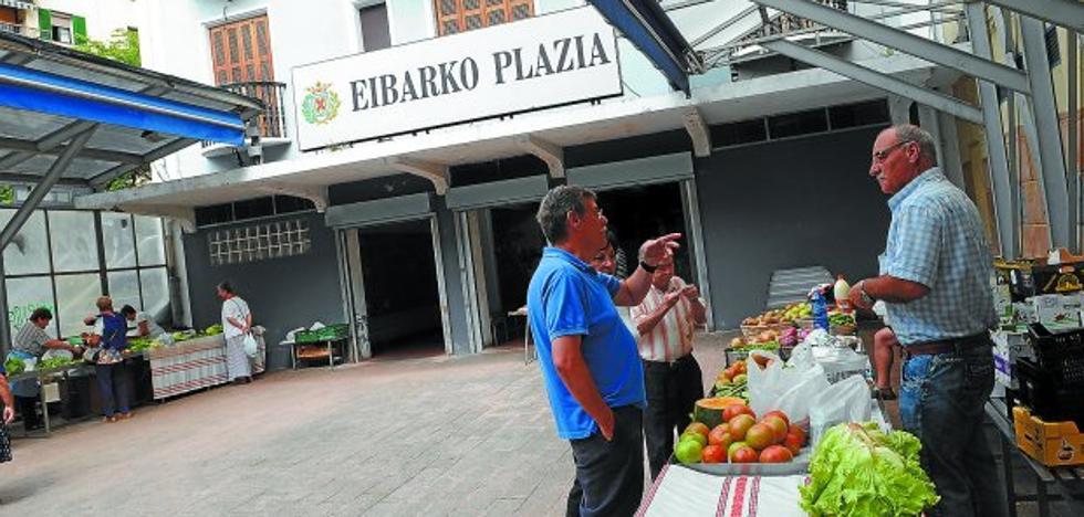 La Plaza de Mercado y el mercadillo, a falta de clientela en el mes de agosto