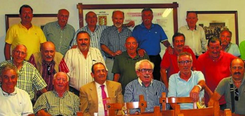 La sociedad Intza K.E. acogió el tradicional 'Marmitako Jatorrena'