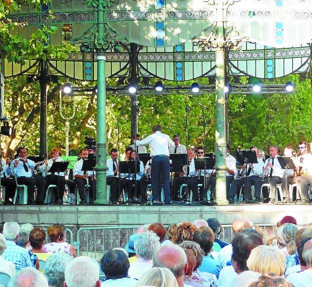 La Banda Illumbe de Trintxerpe actuó en plena Semana Grande