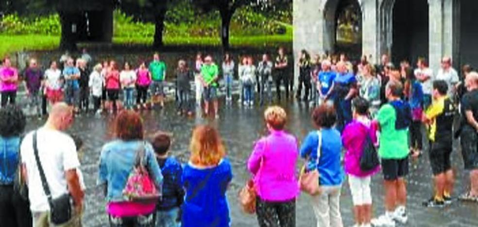 Andoain muesta su rechazo a los atentados terroristas en Barcelona y Cambrils