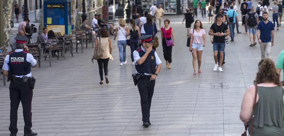 El Ayuntamiento de Barcelona se plantea ahora colocar bolardos en las zonas de riesgo