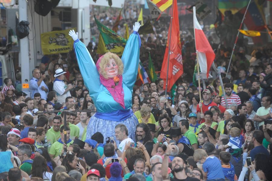 El txupinazo enciende la Aste Nausia 2017