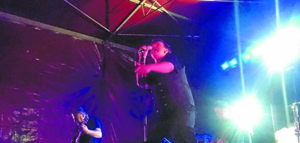 La zona de txosnas de Maala iniciará las fiestas con la limpieza del Deba