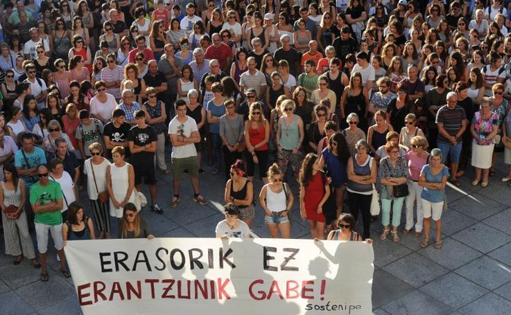 Cientos de personas condenan la agresión sexual denunciada en Azkoitia