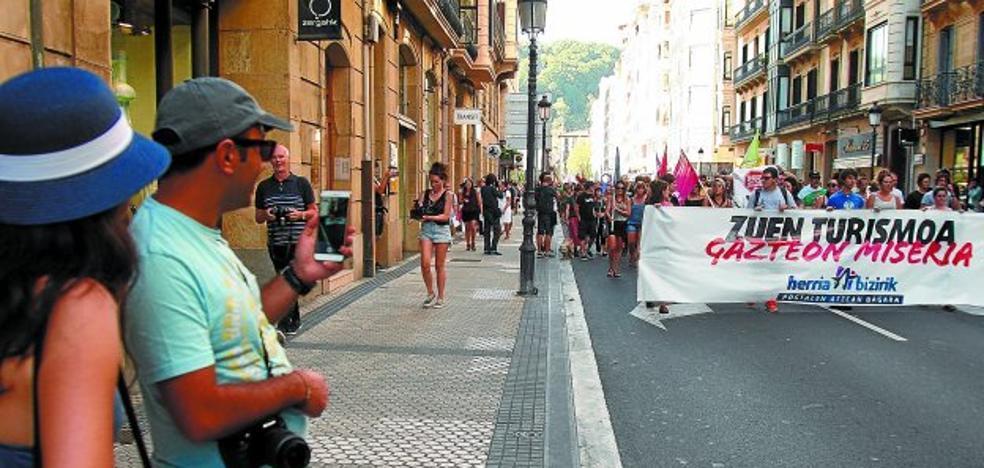 Las protestas contra el turismo en Donostia empiezan a inquietar a algunos visitantes