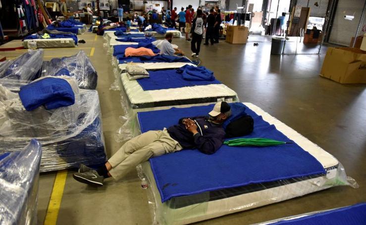 Refugiados en tiendas de muebles