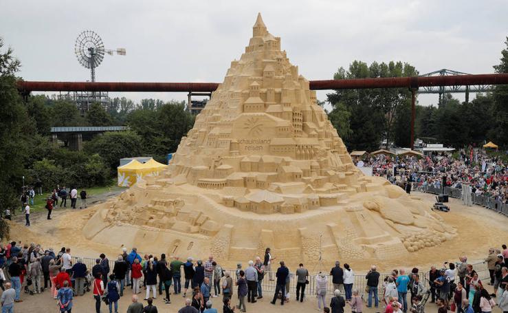Así luce el castillo de arena más alto del mundo