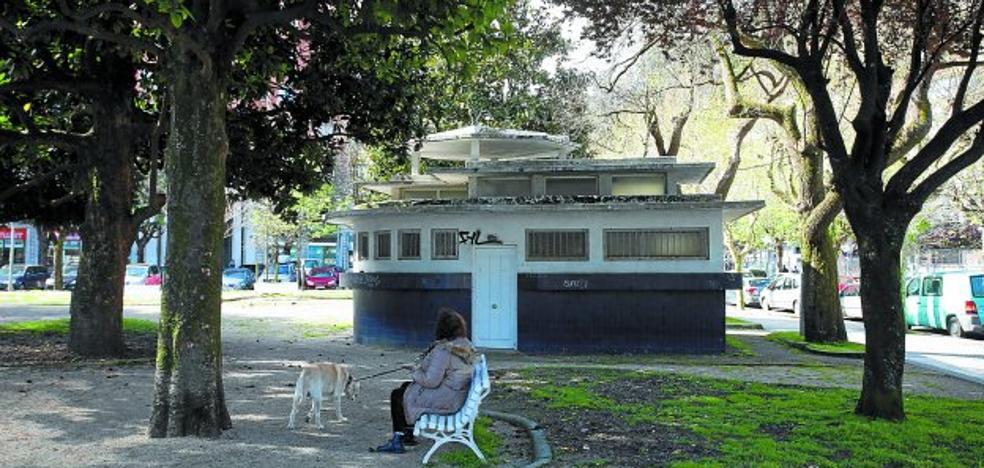 La conversión en café de los antiguos urinarios de los jardines Menchu Gal, para Semana Santa