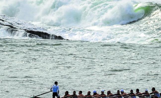 El viento y las olas de dos metros abren los pronósticos