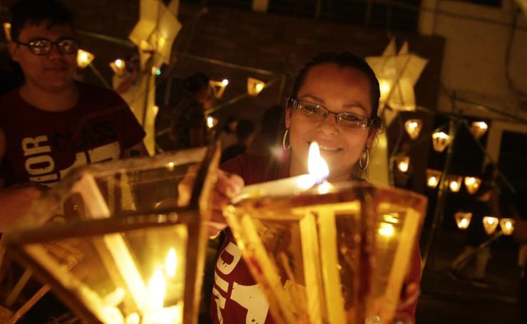 Ahuachapán celebra el Día de los Farolitos