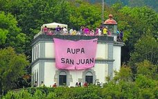 Polémica por la bandera de San Juan en el faro de la isla