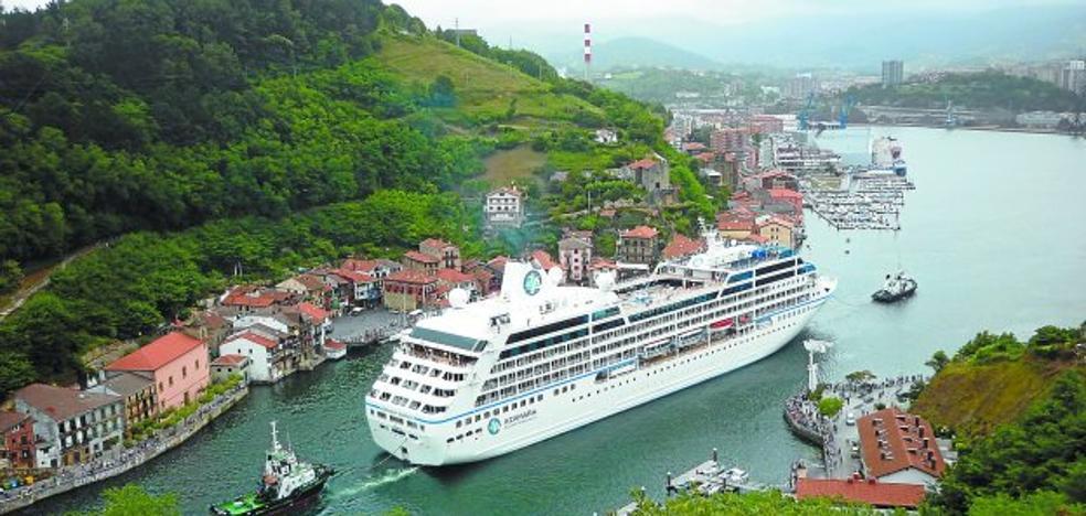 El barco crucero 'Azamara Journey' se ve obligado a cancelar su escala