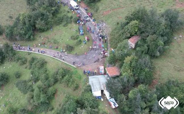 Fallece una joven de 29 años al caerse de la bici en el Angliru