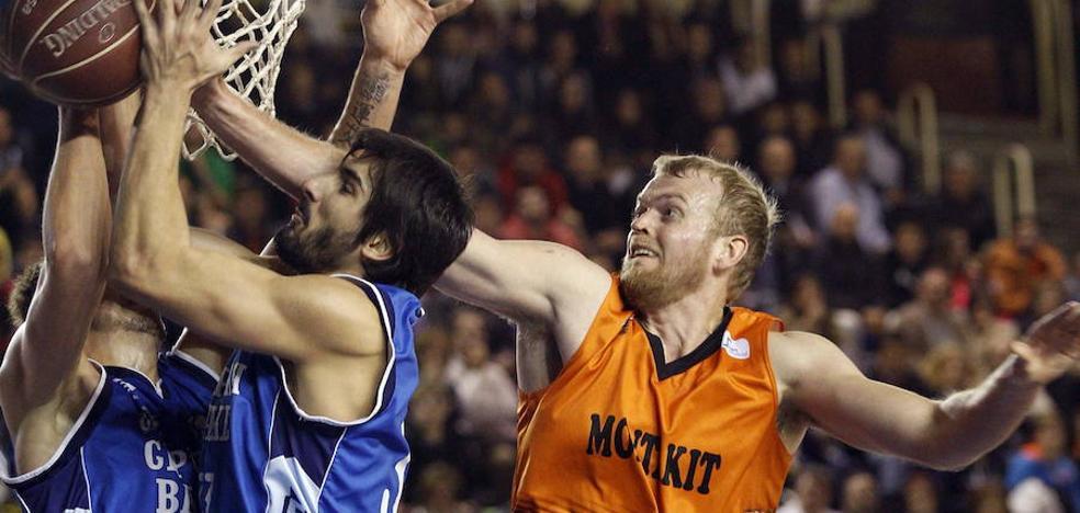 Daniel Clark llegó ayer del Eurobasket y debutará el viernes contra el Zaragoza