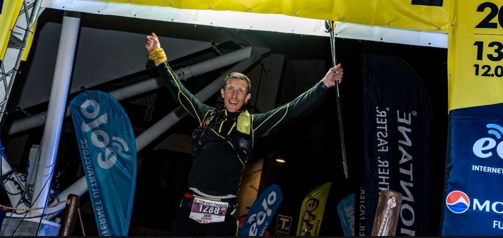 El atleta vasco Javi Domínguez gana y bate el récord de la Tor des Geants, una de las pruebas más duras de Europa