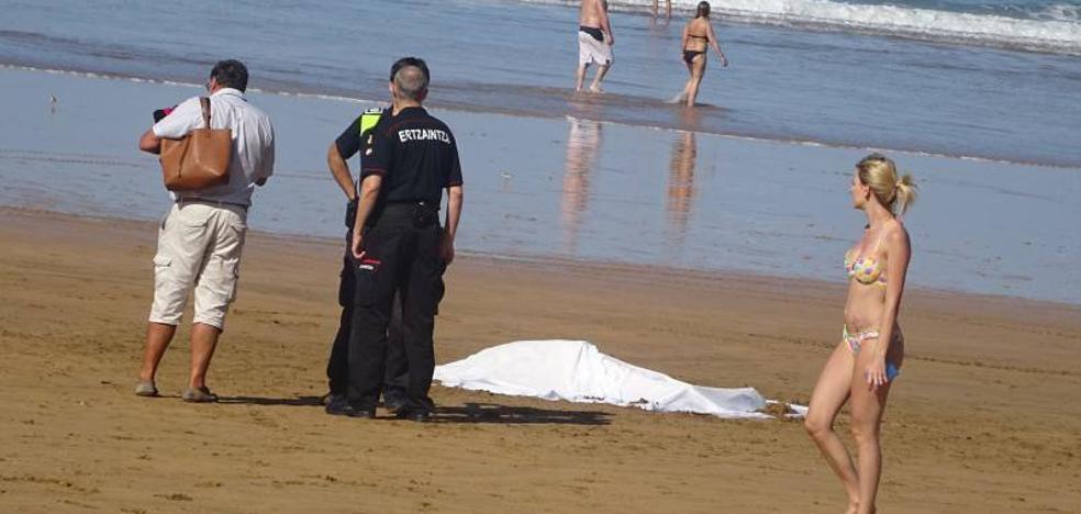 Fallece ahogada una mujer en la playa de Zarautz
