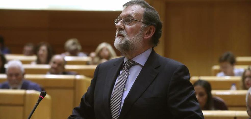 Rajoy no aplicará el artículo 155 en Cataluña sin el aval de Sánchez y Rivera