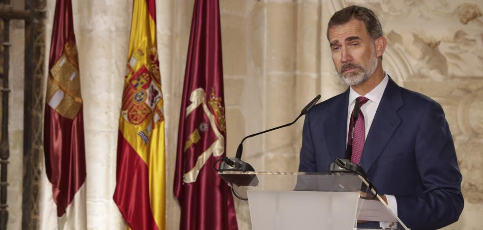 El Rey defiende que la Constitución «prevalecerá sobre cualquier quiebra de la convivencia en democracia»