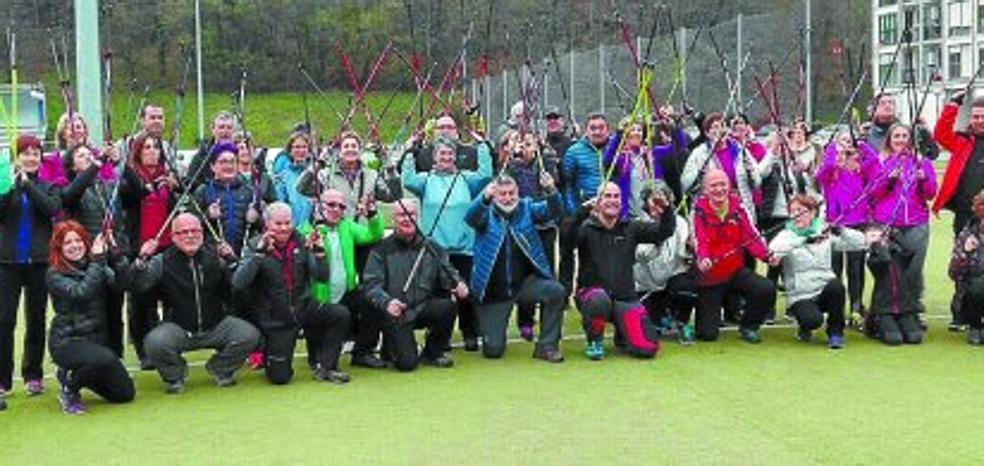 Encuentro de aficionados al Nordic Walking para subir a Korosti