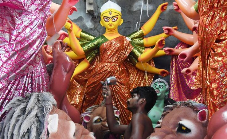Durga Puja, obras de arte listas para hundirse