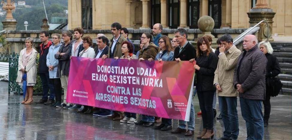 Concentración de repulsa por la presunta agresión sexual en Donostia