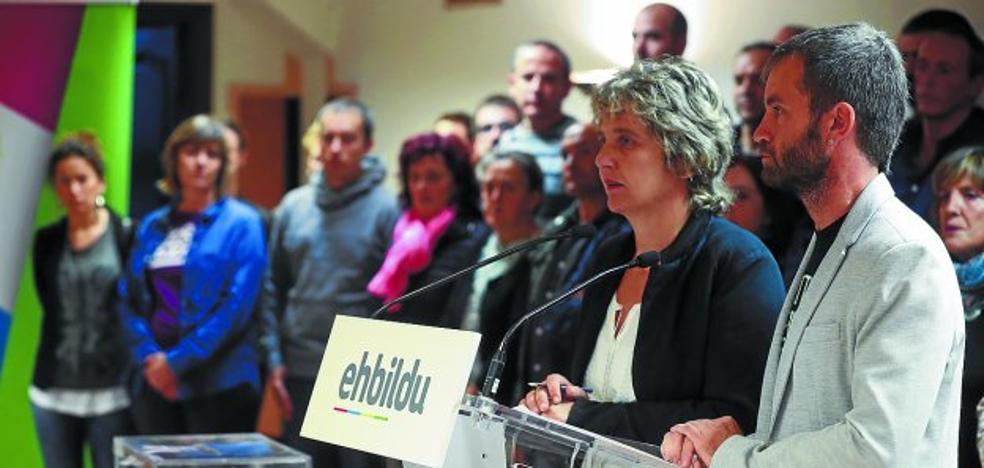 Medio centenar de alcaldes de EH Bildu apoya a los regidores catalanes «perseguidos»