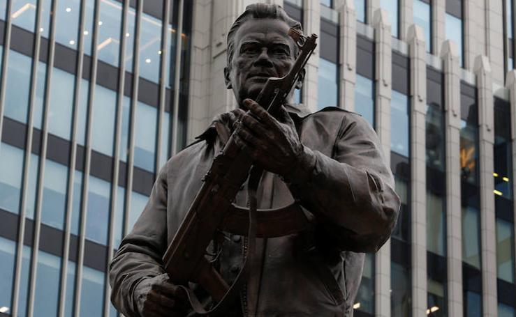 El polémico monumento al creador del AK-47, el fusil más utilizado en todo el mundo