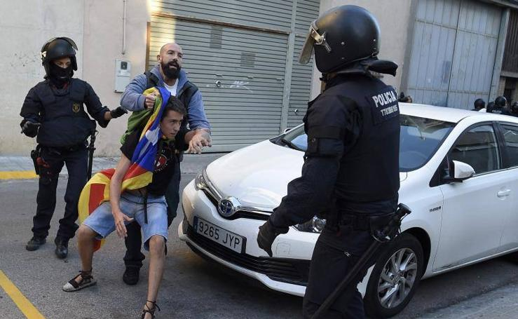 Los Mossos desalojan a varios miembros de las juventudes de la CUP