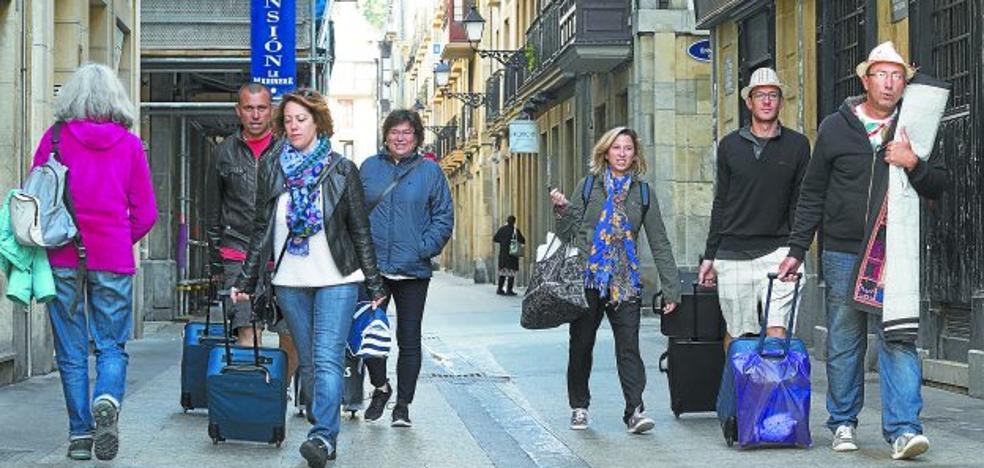 La nueva ordenanza de pisos turísticos de Donostia terminaría con el 70% del sector