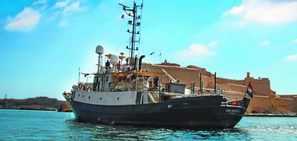El barco de la solidaridad guipuzcoana comienza a salvar vidas