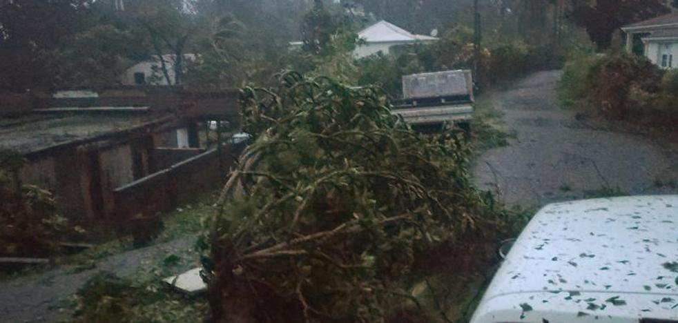 'María' toma fuerza tras arrasar Dominica y amenaza Guadalupe