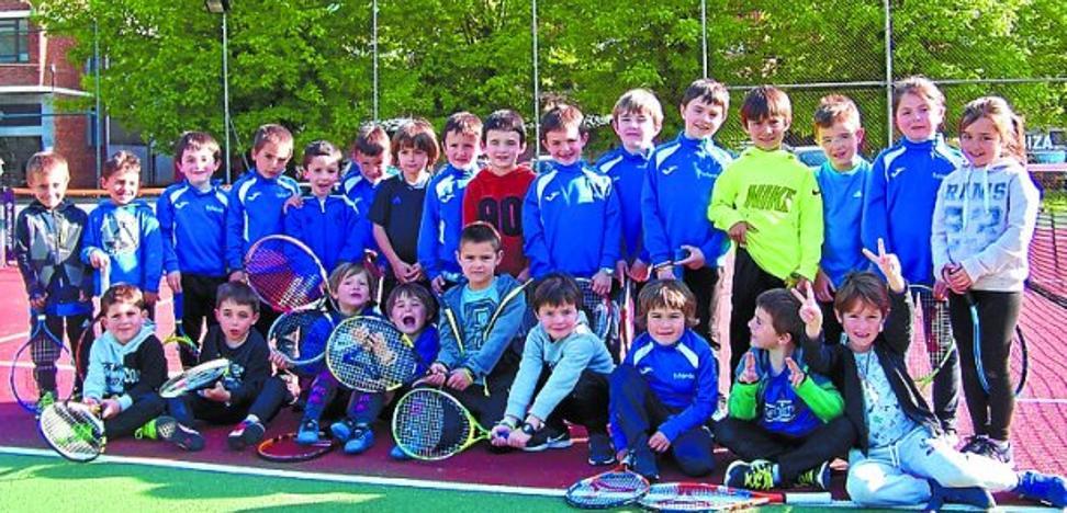 200 ikaslerekin emango diote hasiera Tenis Eskolako denboraldi berriari