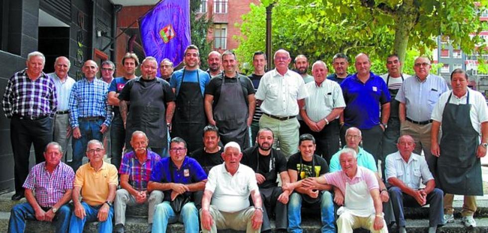 La sociedad Saustatxo celebró la fiesta de su 40 aniversario en su sede
