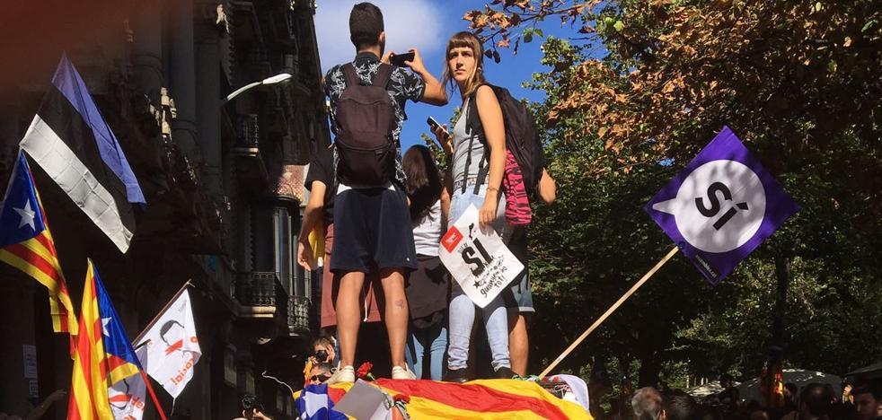 Protestas y tensión en la calle por los registros: «Fuera las fuerzas de ocupación»