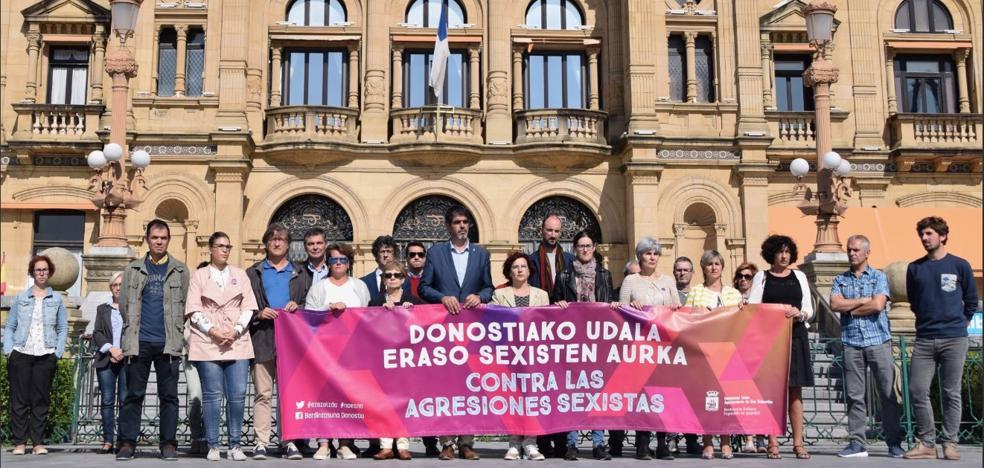 Concentración en Donostia para rechazar el abuso sexual a una mujer en Egia