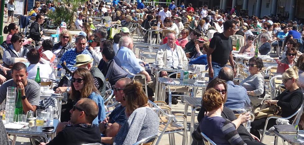 Más turistas extranjeros y menos estatales en agosto en Gipuzkoa