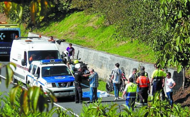 Muere un motorista al estrellarse en Berriz