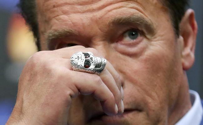 La historia del anillo de calavera de Schwarzenegger