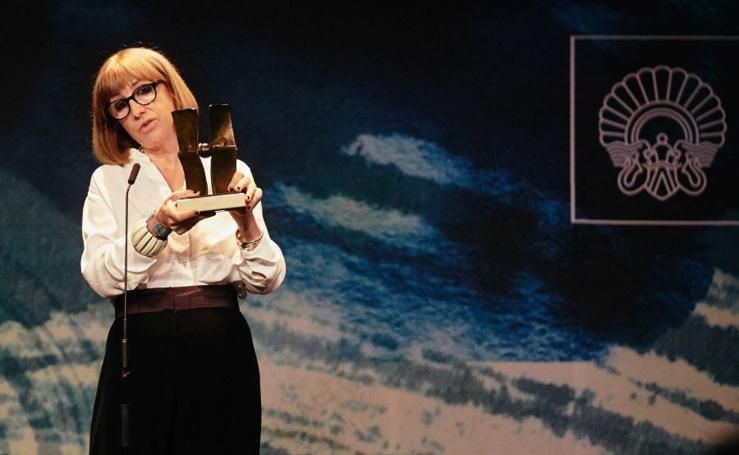 Julia Juaniz recibe el Premio Zinemira