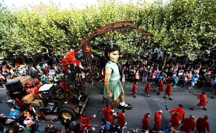 Las muñecas gigantes se hacen con Ginebra