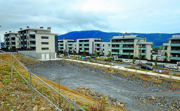 Nuevos vecinos. Tras las obras del Gobierno Vasco, Oinaurre sumará 34 apartamentos más.
