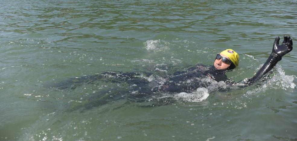 24 horas ininterrumpidas nadando en San Sebastián por Pablo Ibar