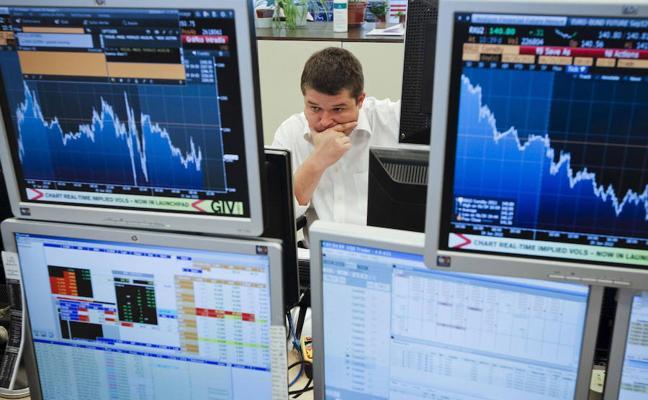 España coloca 4.600 millones en bonos pero paga más por el desafío soberanista