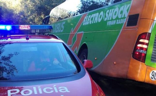 Rescatados 47 excursionistas franceses en Zugarramurdi tras quedar atrapados en un autobús