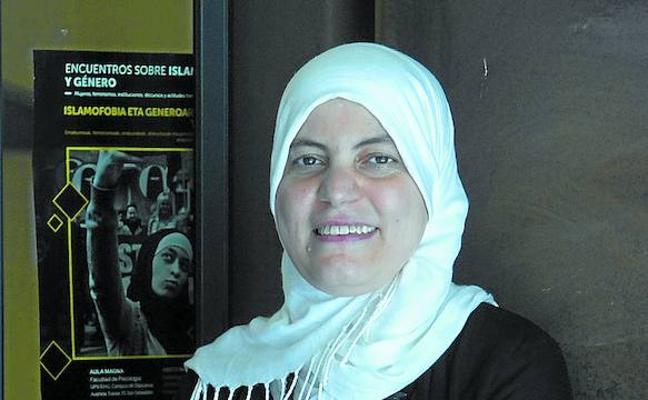 Fátima Taleb: «La islamofobia arremete cada vez más contra las mujeres que llevamos velo»