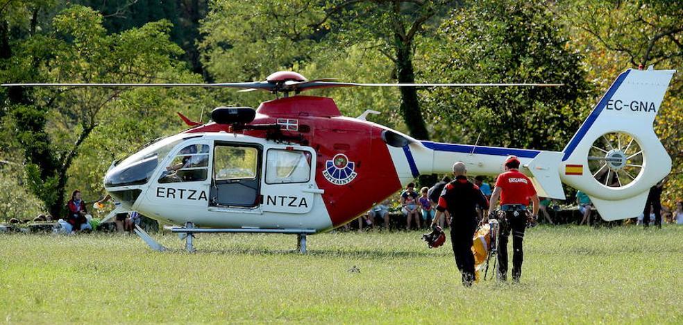 Rescatan en helicóptero a un niño de cinco años herido en Peñas de Aia