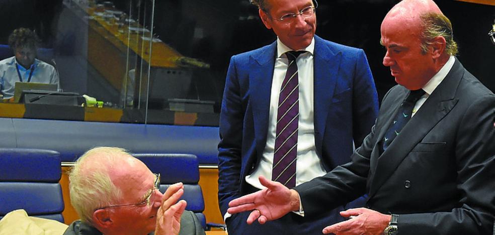 De Guindos sucede a Schauble como decano del Eurogrupo con España otra vez en el foco
